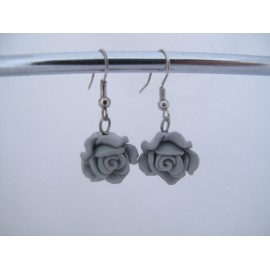 Grijze roosjes oorbellen